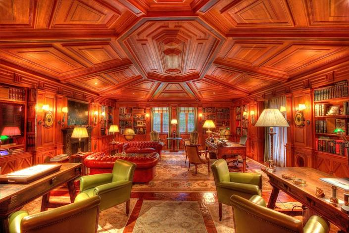 <p>This room was designed after the fashion of a private gentlemen's club in England. The floors are made of river-recovered wood found in Georgia. (Photo by Steve Brown/Sepia Productions)</p>