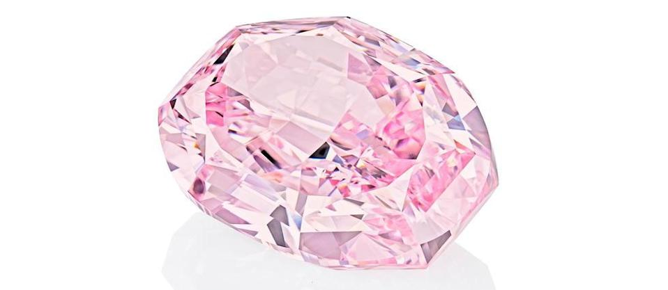 « The Spirit of the Rose » – un diamant purple-pink de 14,83 carats – s'est vendu 26,6 millions de dollars chez Sotheby's à Genève le 11 novembre.