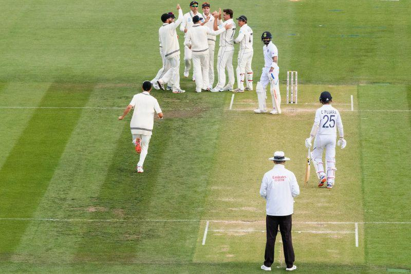 Pujara asking Kohli to consider reviewing the Umpire's Decision - Second Test.
