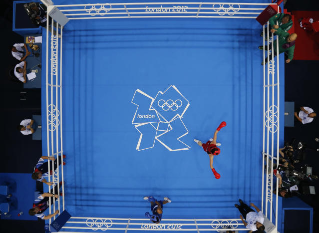 Ireland's Katie Taylor (R) fights Britain's Natasha Jonas during their quarterfinal Women's Light (60kg) boxing match at the London Olympic Games August 6, 2012. REUTERS/Murad Sezer (BRITAIN - Tags: SPORT BOXING OLYMPICS)