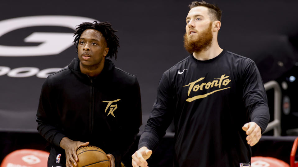 TAMPA, FLORIDA - APRIL 06: OG Anunoby #3 and Aron Baynes #46 of the Toronto Raptors warms up prior to the game against the Los Angeles Lakers at Amalie Arena on April 06, 2021 in Tampa, Florida.NOTE TO USER: User expressly acknowledges and agrees that, by downloading and or using this photograph, User is consenting to the terms and conditions of the Getty Images License Agreement.  (Photo by Douglas P. DeFelice/Getty Images)