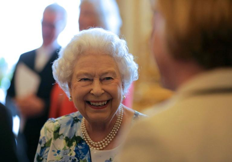 Queen Elizabeth caught on camera calling Chinese officials