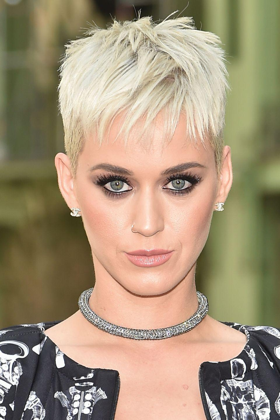 <p>Perry stepped out with an icy white choppy pixie crop.</p>