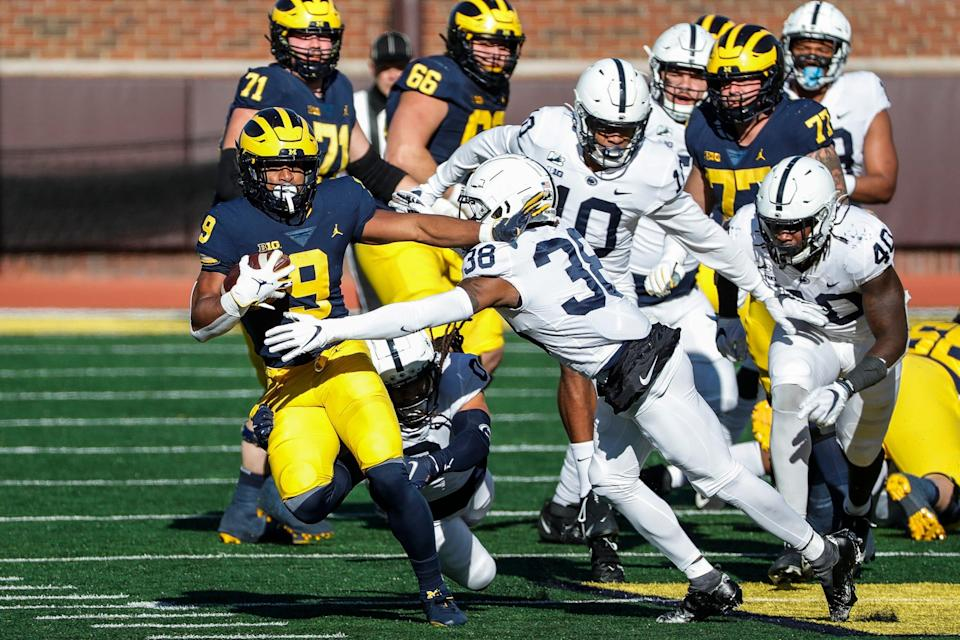Michigan running back Chris Evans runs against Penn State safety Lamont Wade during the first half at Michigan Stadium in Ann Arbor, Saturday, Nov. 28, 2020.