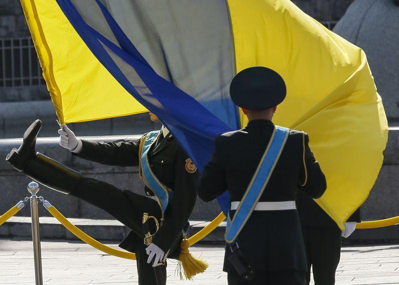 Soldiers hold a national flag as they take part in Ukraine's Independence Day military parade, in the centre of Kiev