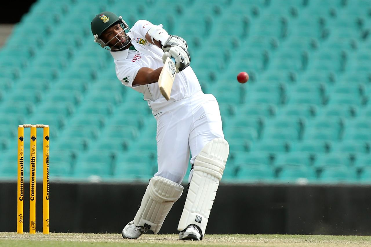 SYDNEY, AUSTRALIA - NOVEMBER 04:  Vernon Philander of South Africa bats during day three of the International Tour Match between Australia A and South Africa at Sydney Cricket Ground on November 4, 2012 in Sydney, Australia.  (Photo by Chris Hyde/Getty Images)