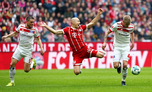 Soccer Football - Bundesliga - Bayern Munich vs Hamburger SV - Allianz Arena, Munich, Germany - March 10, 2018 Bayern Munich's Arjen Robben in action with Hamburg's Rick van Drongelen and Kyriakos Papadopoulos REUTERS/Michaela Rehle DFL RULES TO LIMIT THE ONLINE USAGE DURING MATCH TIME TO 15 PICTURES PER GAME. IMAGE SEQUENCES TO SIMULATE VIDEO IS NOT ALLOWED AT ANY TIME. FOR FURTHER QUERIES PLEASE CONTACT DFL DIRECTLY AT + 49 69 650050 TPX IMAGES OF THE DAY