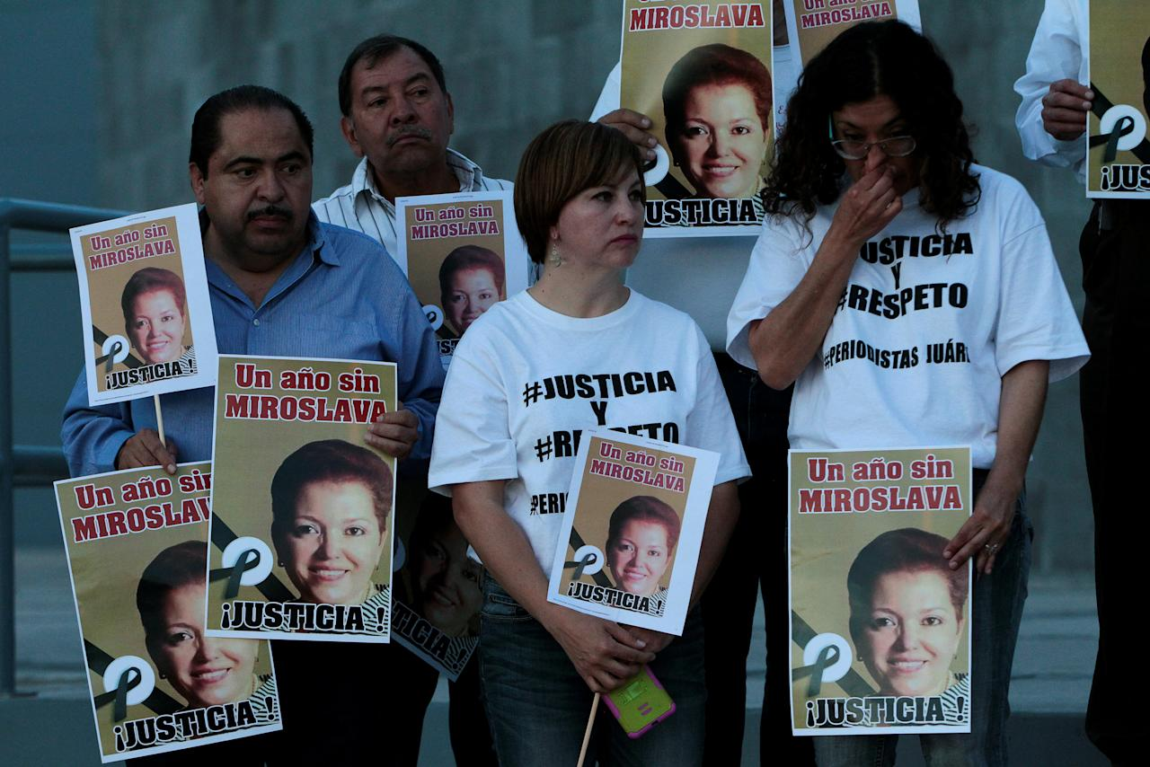 Journalists hold signs with pictures of their colleague Miroslava Breach during a protest to mark the first anniversary of her murder, outside the state government offices in Ciudad Juarez, Mexico March 22, 2018. REUTERS/Jose Luis Gonzalez