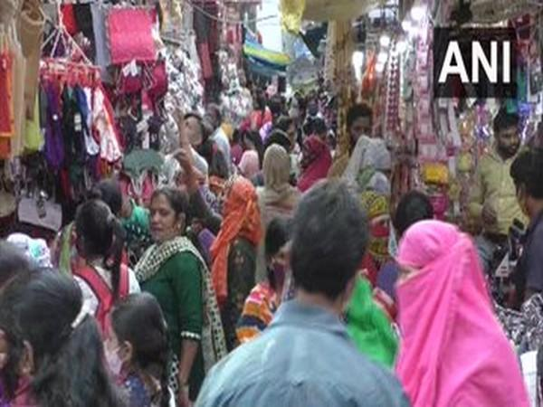 Markets in Surat witnessed heavy footfall on Friday (Photo/ANI)