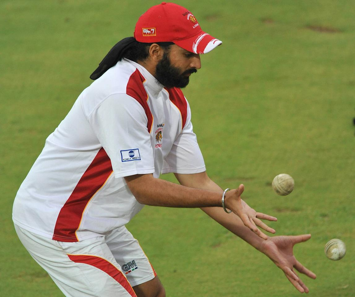 POTCHEFSTROOM, SOUTH AFRICA - NOVEMBER 04: Monty Panesar of the Highveld Lions does some catching practice during a rain delay in the MTN Domestic Championships match between Bizhub Highveld Lions and Nashua Dolphins from Olen Park on November 04, 2009 in Potchefstroom, South Africa. (Photo by Duif du Toit/Gallo Images/Getty Images)