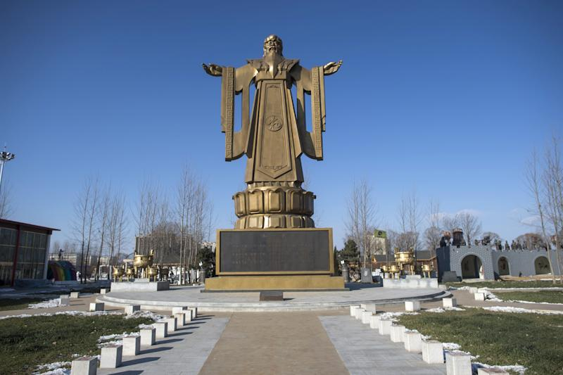 A Confucius statue stands tall in the seaside resort in Beidaihe, Hebei province, on December 12, 2014 (AFP Photo/Fred Dufour)