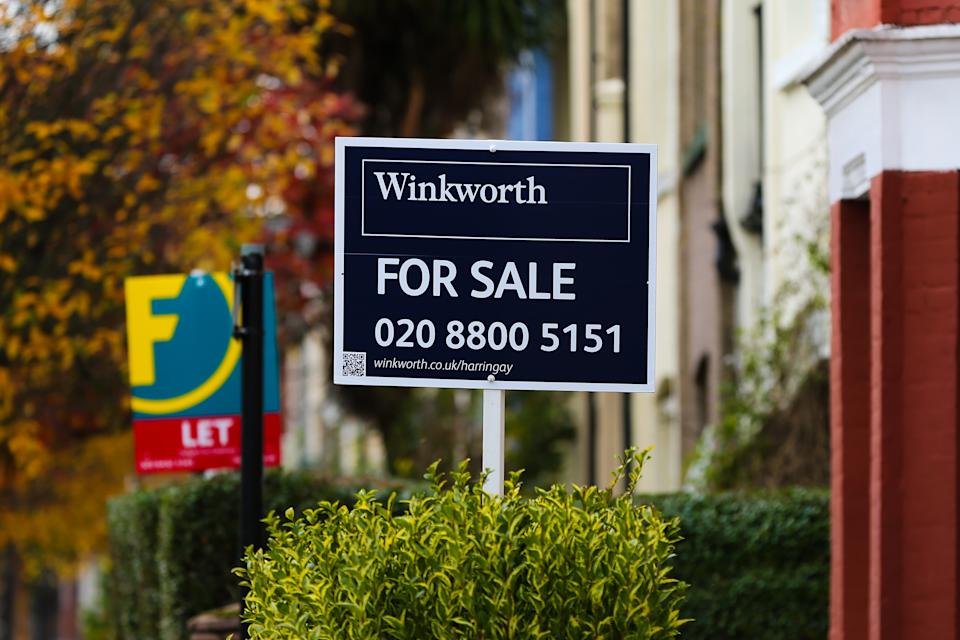 LONDON, UNITED KINGDOM - 2020/10/28: A 'For Sale' and 'Let' estate agent boards are erected outside house in London. (Photo by Dinendra Haria/SOPA Images/LightRocket via Getty Images)