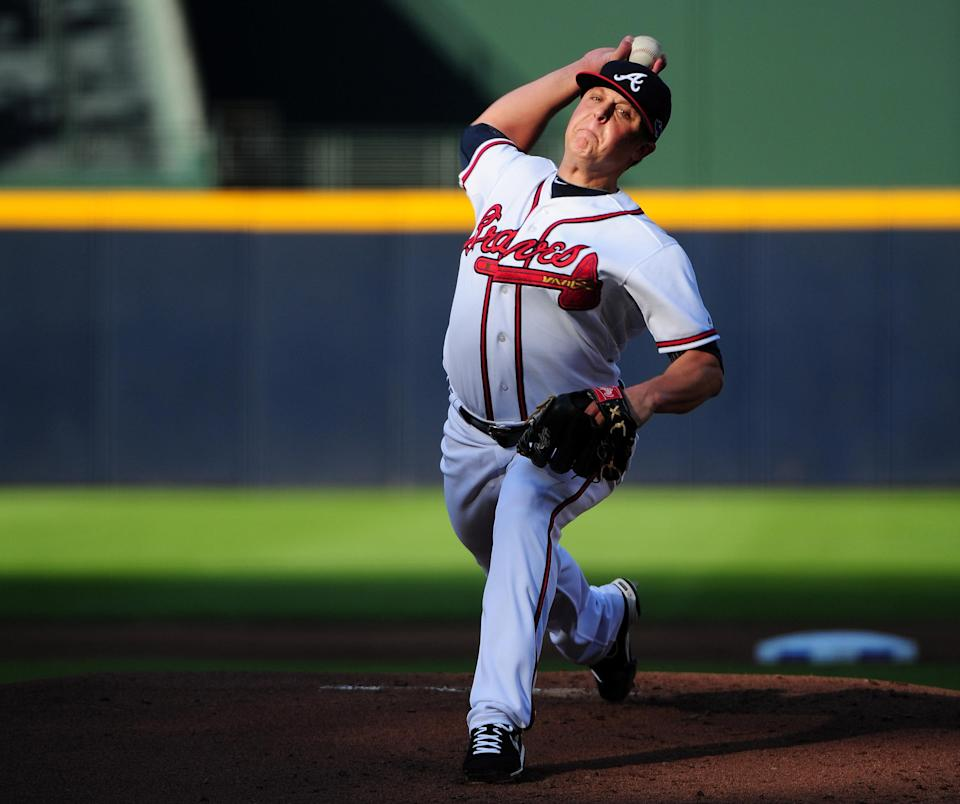 Kris Medlen of the Atlanta Braves pitches in the first inning against the St. Louis Cardinals during the National League Wild Card playoff game at Turner Field on October 5, 2012 in Atlanta, Georgia. (Photo by Scott Cunningham/Getty Images)