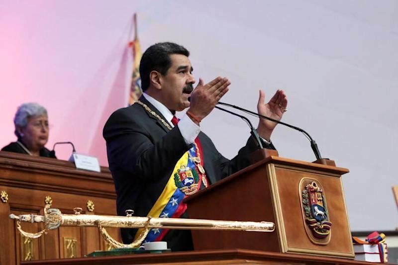 Venezuela's Maduro: Airlines Must Use Petros to Pay for Fuel