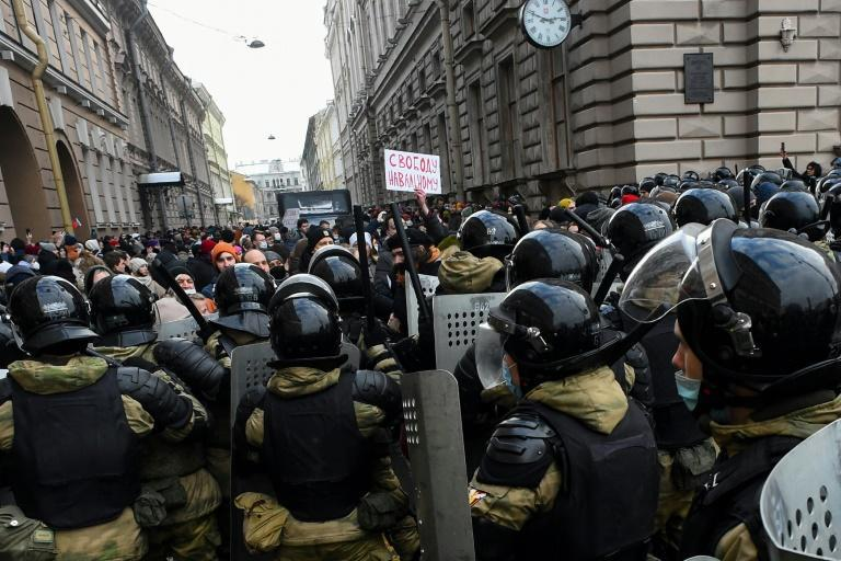 Tens of thousands of Russians rallied on Sunday despite a police crackdown