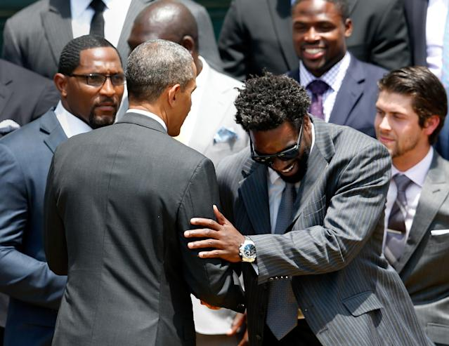 WASHINGTON, DC - JUNE 05: U.S. President Barack Obama (L) shakes hands with safety Ed Reed (R) after welcoming members of the National Football League Super Bowl champion Baltimore Ravens during a South Lawn ceremony on June 5, 2013 in Washington, DC. The Ravens defeated the San Francisco 49ers 34-31 in Super Bowl XLVII. (Photo by Rob Carr/Getty Images)
