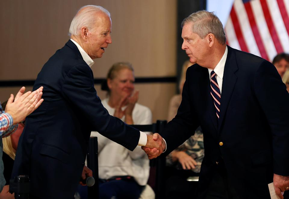Democratic 2020 U.S. presidential candidate and former Vice President Joe Biden shakes hands with former Iowa Governor Tom Vilsack during a campaign event in Newton, Iowa, U.S., January 30, 2020. REUTERS/Mike Segar