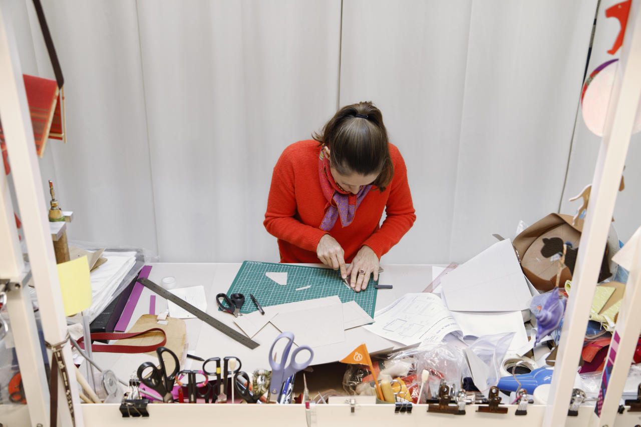 Artisans hard at work at the atelier. (PHOTO: Eugenia SierkoRouchon/Hermes)