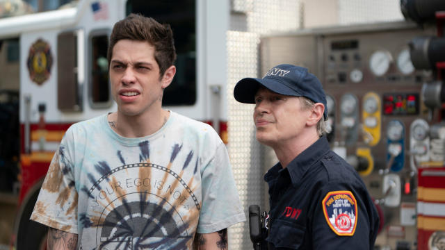Scott Carlin (Pete Davidson) and Papa (Steve Buscemi) in 'The King of Staten Island', directed by Judd Apatow. (Credit: Mary Cybulski/Universal)