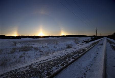 """A """"sun dog"""" atmospheric phenomenon appears as the sun rises in southern Minnesota, January 27, 2014. REUTERS/Eric Miller"""