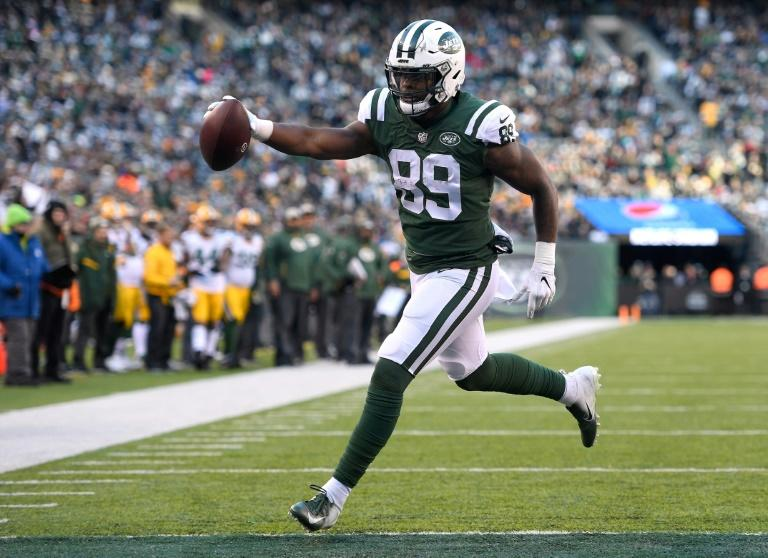 National Football League  suspends Jets TE Herndon 4 games for substance violation