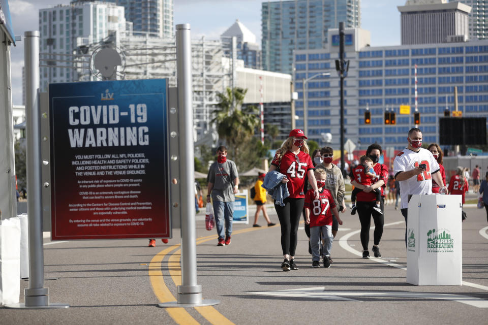 The NFL is dealing with the challenges of staging a season amid the pandemic right up until Super Bowl LV. (Photo by Octavio Jones/Getty Images)