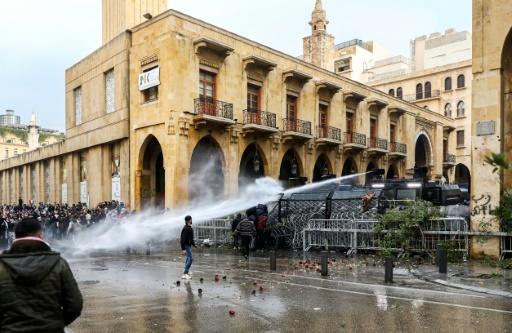 Nearly 400 people were wounded Saturday in clashes between protesers and police in Beirut in the heaviest toll since Lebanon's anti-government demonstrations broke out three months ago