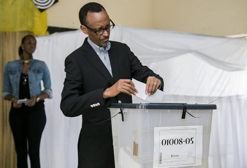 Rwandan President Paul Kagame casts his ballot in Kigali on December 18,2015 in a referendum to amend the constitution allowing him to run for a further two five-year terms through to 2034 (AFP Photo/Cyril Ndegeya)