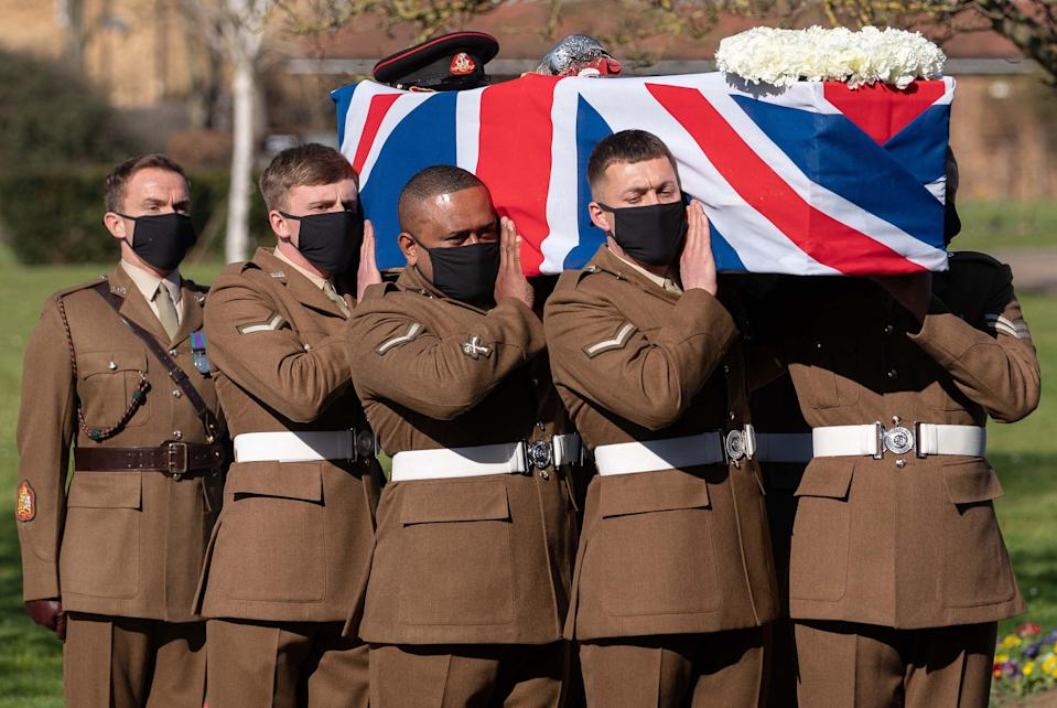 Soldiers from the British Army's Yorkshire Regiment carry the coffin (POOL/AFP via Getty Images)