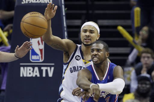Los Angeles Clippers' Chris Paul, right, passes the ball in front of Memphis Grizzlies' Jerryd Bayless, left, during second half of Game 6 in a first-round NBA basketball playoff series in Memphis, Tenn., Friday, May 3, 2013. The Grizzlies defeated the Clippers 118-105.(AP Photo/Danny Johnston)