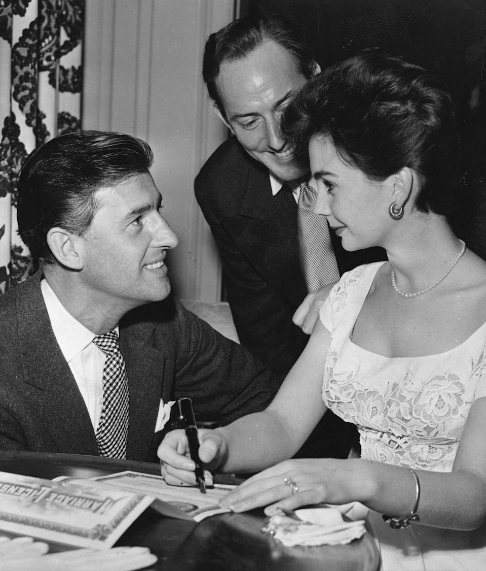 <p>English actors Jean Simmons and Stewart Granger look enamored as they sign their marriage license in 1950. The couple got married in Tucson, Arizona, but sadly divorced in 1960.</p>