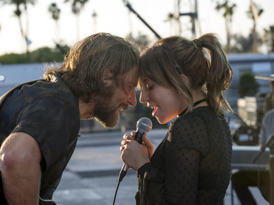"Die Chemie stimmt: Bradley Cooper und Lady Gaga in ""A Star Is Born"" (Bild: Neal Preston / 2018 WARNER BROS. ENTERTAINMENT INC. AND METRO-GOLDWYN-MAYER PICTURES INC. ALL RIGHTS RESERVED)"