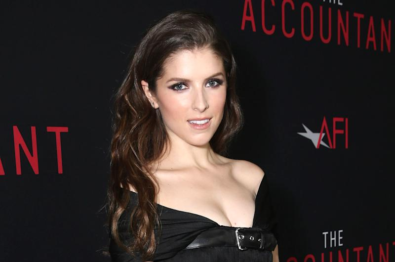 Anna Kendrick looks like a goth princess in this little black dress