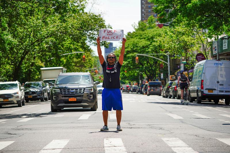 <strong>A view of East Village artist, Ian Dave Knife staging a protest in New York City.</strong> (Photo: John Nacion/STAR MAX/IPx)