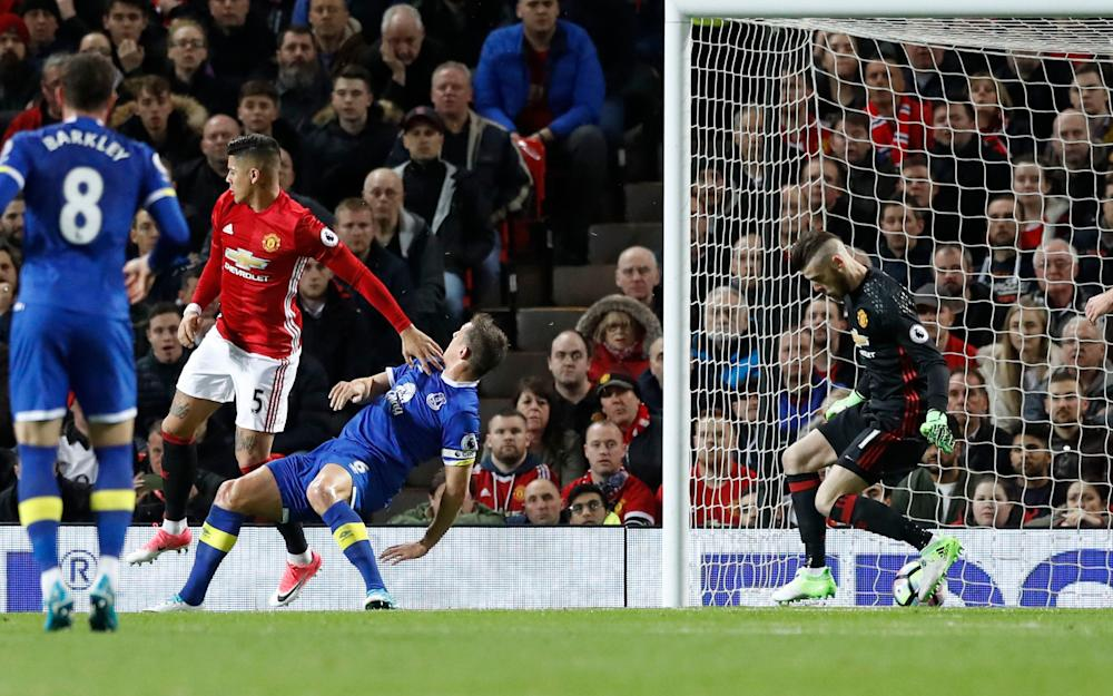 Everton's Phil Jagielka scores his sides opening goal during the Premier League match at Old Trafford - Credit: PA