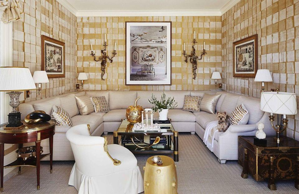 """<p>The home library of this <a href=""""https://www.veranda.com/home-decorators/a32166032/alex-papachristidis-hamptons-ny-house-tour/"""" rel=""""nofollow noopener"""" target=""""_blank"""" data-ylk=""""slk:glamorous Hamptons home"""" class=""""link rapid-noclick-resp"""">glamorous Hamptons home</a> strikes a balance between relaxed and refined and has gold and silver accents that mingle with cozy white upholstered furniture. Designer <a href=""""http://alexpapachristidis.com/"""" rel=""""nofollow noopener"""" target=""""_blank"""" data-ylk=""""slk:Alex Papachristidis"""" class=""""link rapid-noclick-resp"""">Alex Papachristidis</a> covered the walls in a modern take on plaid from Carolyn Ray, Inc., and hung antique ormolu wall lights to bring a sense of historic warmth to the space. </p>"""