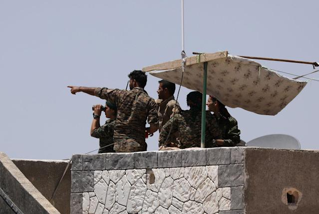 <p>Syrian Democratic Forces (SDF) fighters stand atop of a building near Raqqa city, Syria June 7, 2017. (Photo: Rodi Said/Reuters) </p>