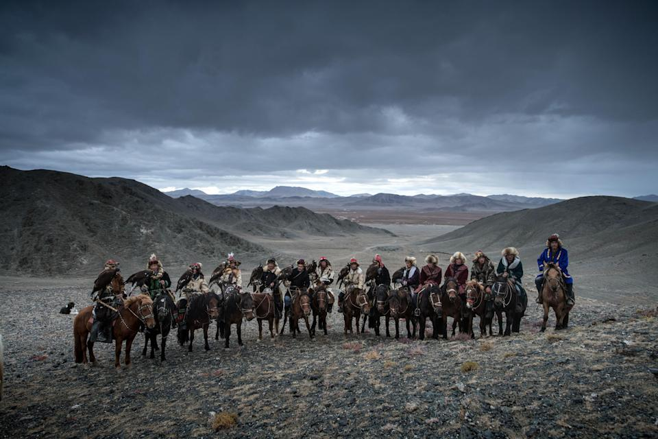 <p>The photos show a group of 10 eagle hunters travelling between West and South Mongolia and across the Gobi Desert. (Photo: Daniel Kordan/Caters News) </p>