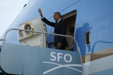 U.S. President Barack Obama waves upon his arrival in San Francisco February 12, 2015. REUTERS/Kevin Lamarque
