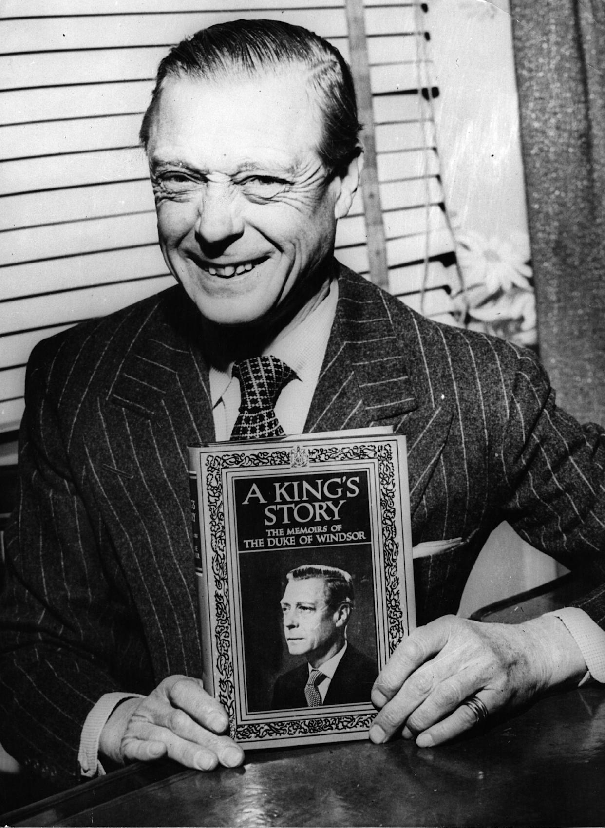 22nd April 1951:  The Duke of Windsor, formerly King Edward VIII of Britain until his abdication, in New York with a first edition copy of his book 'A King's Story'.  (Photo by Hulton Archive/Getty Images)