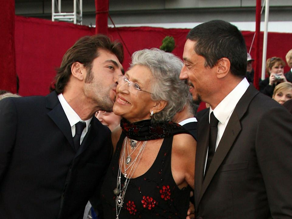 Bardem kisses his mother at the Oscars in 2008.