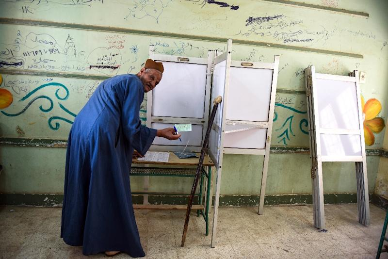 An Egyptian man prepares to cast his ballot in the Egyptian parliamentary elections at a polling station in the Giza district of the capital Cairo, on October 18, 2015 (AFP Photo/Mohamed el-Shahed)