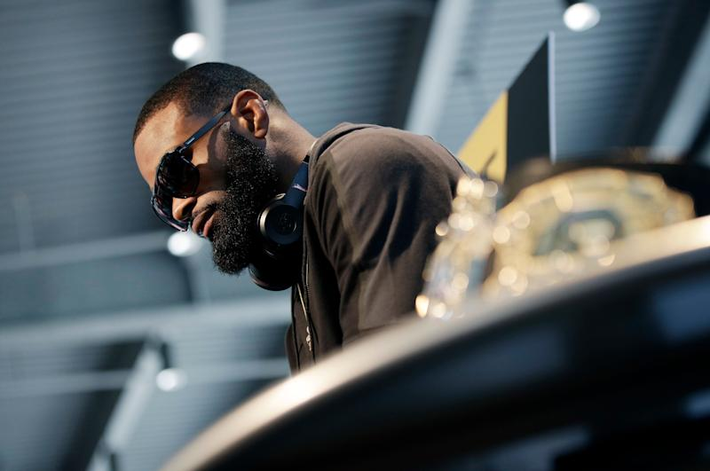 Tyron Woodley speaks with the media during a news conference for UFC 209, Thursday, March 2, 2017, in Las Vegas. Woodley is scheduled to battle Stephen Thompson in a welterweight championship mixed martial arts fight Saturday in Las Vegas. (AP Photo/John Locher)