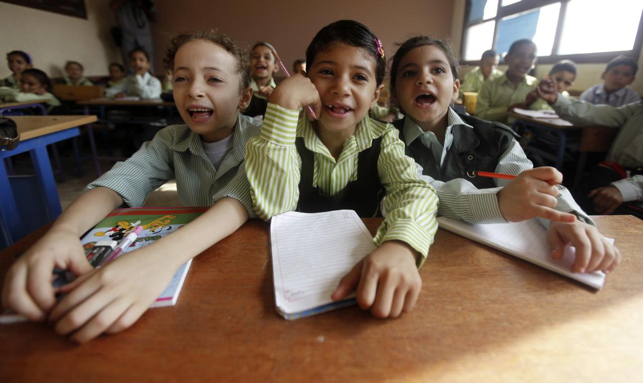 Students attend a class on the first day of their new school year at a government school in Giza, south of Cairo September 22, 2013. Students resumed their studies at the beginning of the new academic year this weekend amid parental concerns of a possible lack of security after the summer vacation ends. REUTERS/Mohamed Abd El Ghany (EGYPT - Tags: POLITICS EDUCATION TPX IMAGES OF THE DAY)