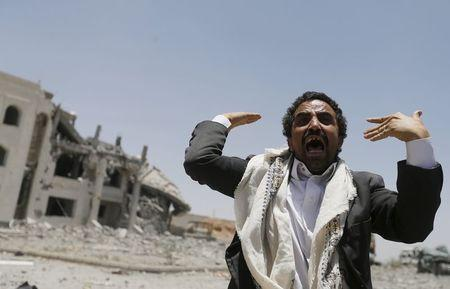 A Houthi militant reacts at the yard of the residence of the military commander of the Houthi militant group, Abdullah Yahya al Hakim, after an air strike destroyed it, in Sanaa April 28, 2015. REUTERS/Khaled Abdullah