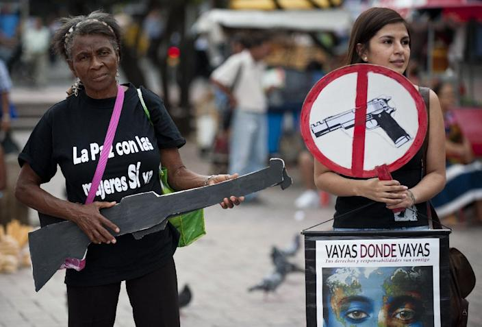 Women take part in a demonstration for peace, on June 10, 2014, in Cali, Valle del Cauca department, Colombia (AFP Photo/Luis Robayo)