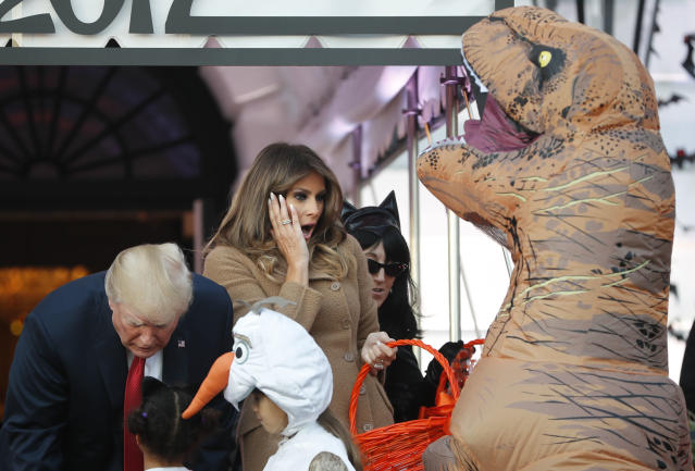 <p>President Donald Trump and first lady Melania Trump hand out treats as they welcome children from the Washington area and children of military families to trick-o-treat celebrating Halloween at the South Lawn of the White House in Washington, Oct. 30, 2017. (Photo: Pablo Martinez Monsivais/AP) </p>