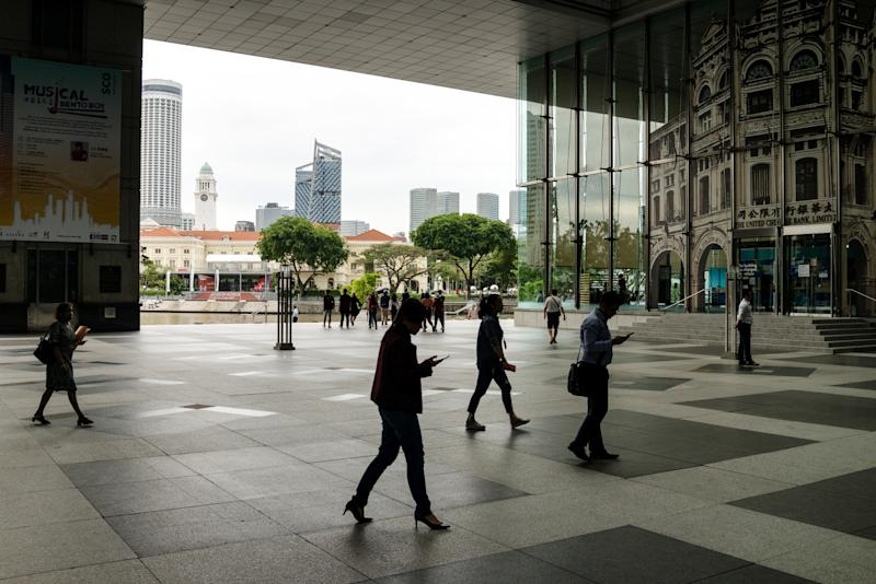Singapore to Raise Retirement Age With Power Transition Approaching