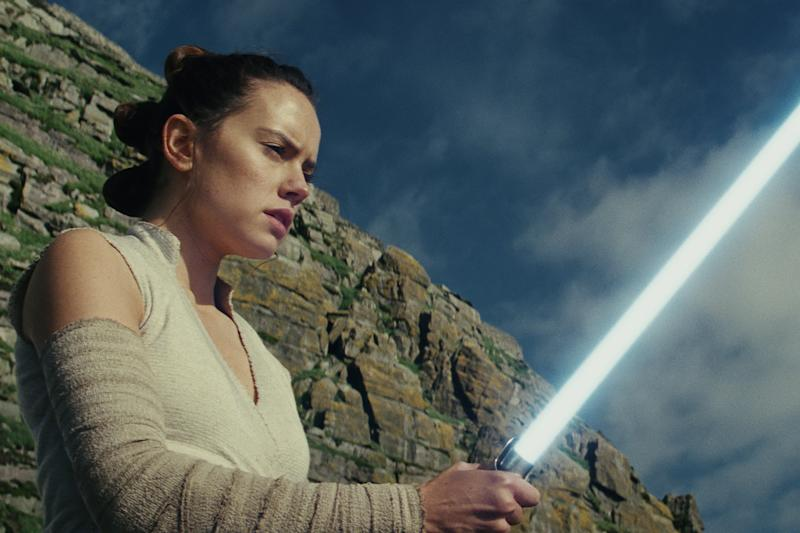 Will Rey Turn To The Dark Side In Star Wars The Rise Of Skywalker
