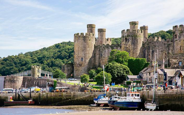 Harbor and old castle in Conwy, North Wales, Wales - Alexander Spatari